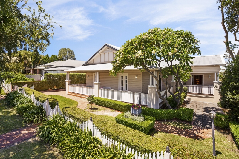 What's Selling: $900,000 sale of Speers Point home sets new street record